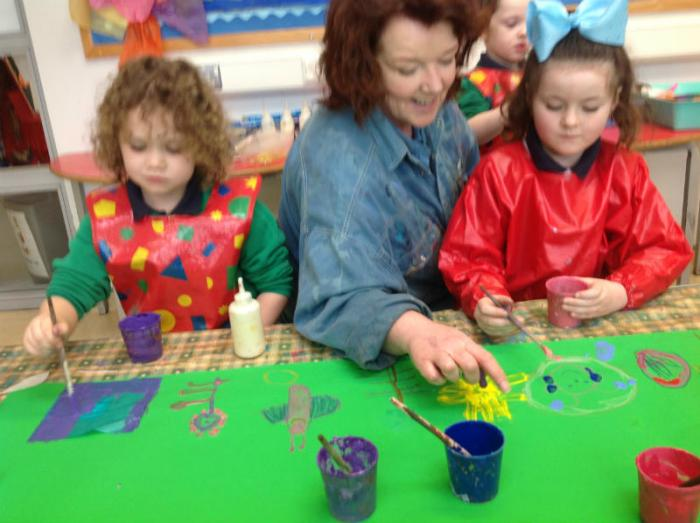 Julia working with P1 on their frieze.